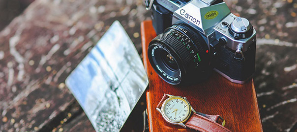 14_negative-space-vintage-camera-and-watch_rev