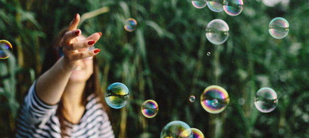 kaboompics_Having-fun-with-soap-bubbles-in-the-nature